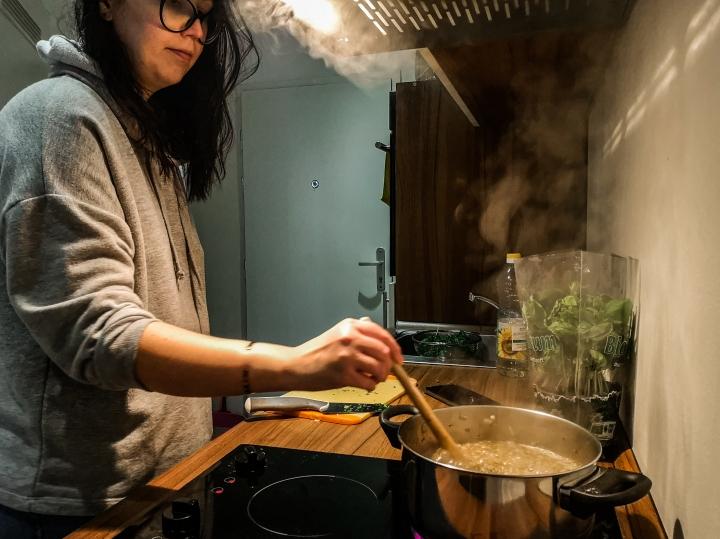Vegaanista linssikeittoa kokkailemassa, pitkästä aikaa!