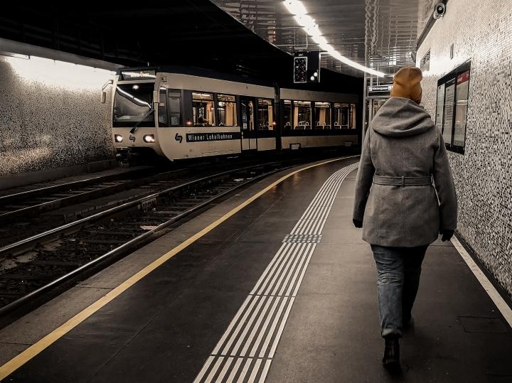 Wienin raitiovaunupysäkit ovat välillä maan alla, aivan kuten metrotkin.