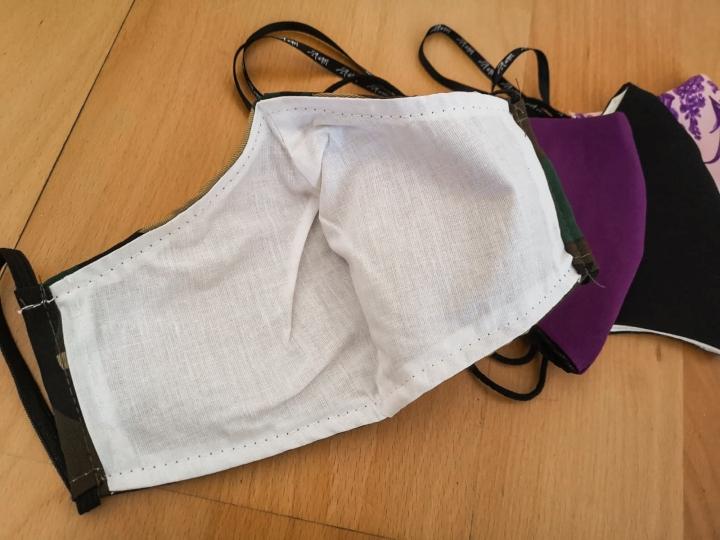 Kolmikerroksinen kangas takaa hyvän suojan lisäksi myös erittäin miellyttävän käyttömukavuuden.
