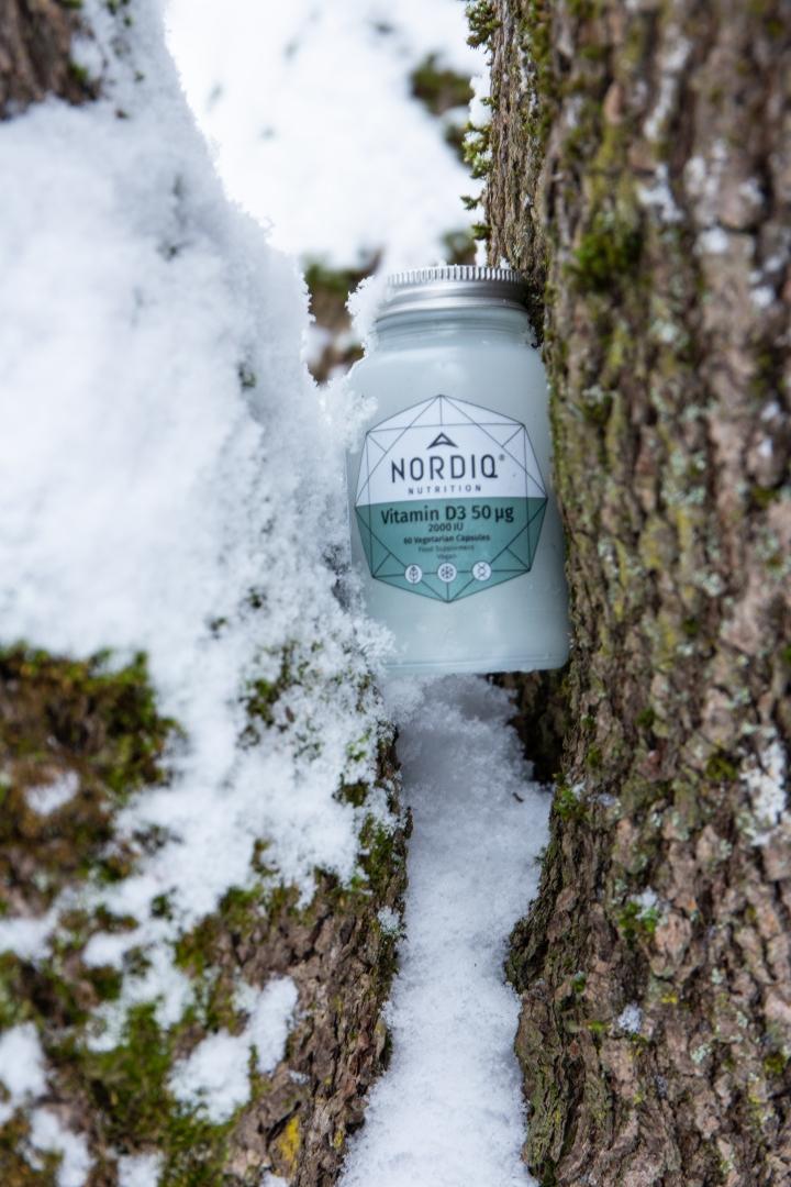 NORDIQ Nutritionin D3-vitamiini on valmistettu jäkälästä ja sisältää lisäksi pakuria ja lehtikaalta tukemaan valmisteen vaikutuksia.