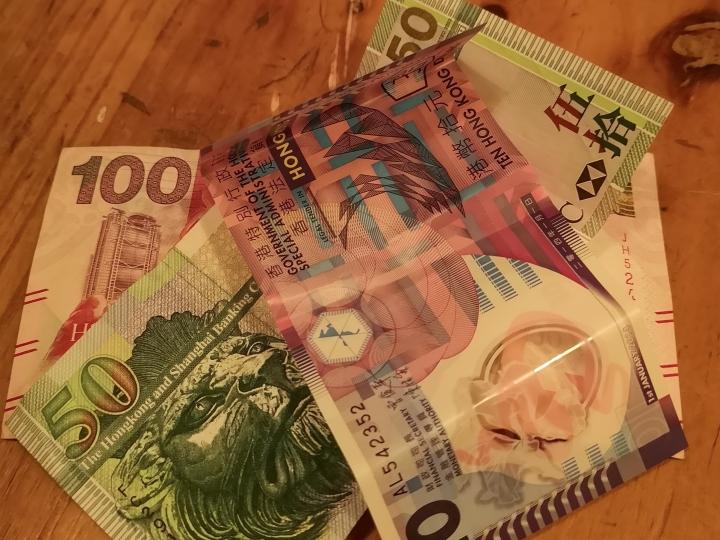 Enää ei tarvitse huolehtia rahanvaihdosta, kun voit nostaa maan valuuttaa suoraan seinästä.