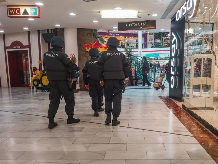 Poliisit ovat entistä enemmän näkyvillä katukuvassa.