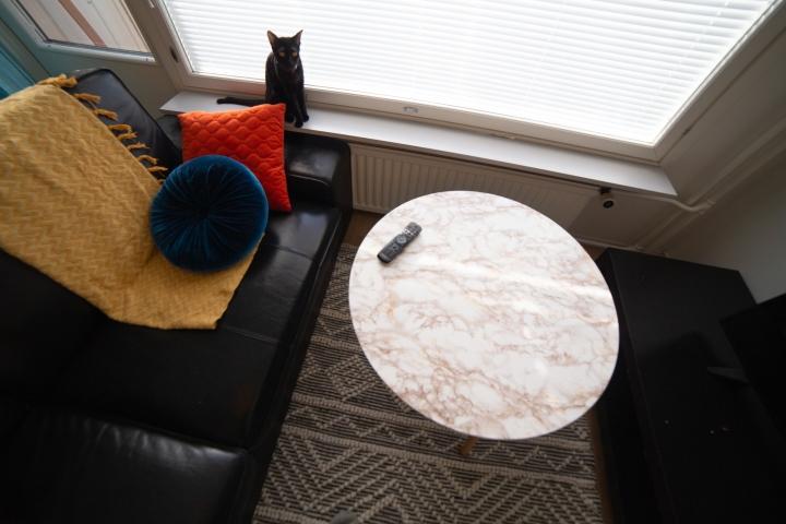 Bergen-sohvapöytä uudella marmoripinnoitetulla kuosilla.